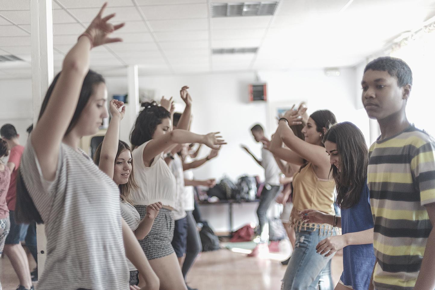 Colegio Aljarafe alumnos en clase de danza